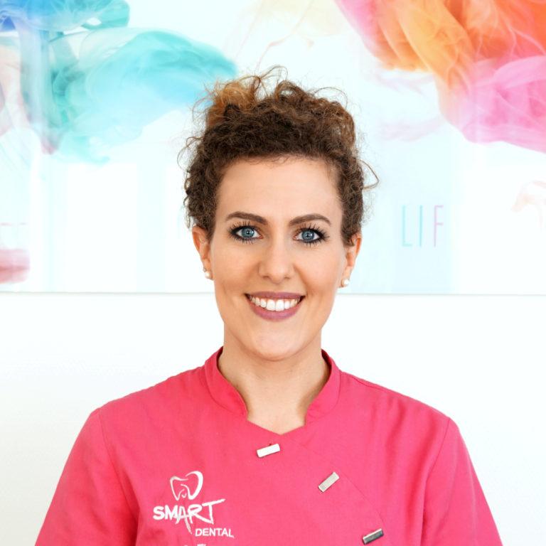 Portrait unserer Zahnärztin bei SMART Dental Ulm